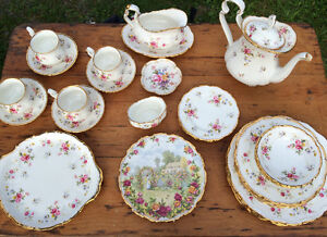 """Tenderness"" Royal Albert set of 4"