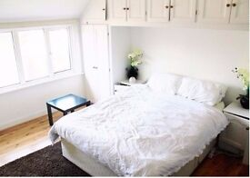 Large double room in top floor apartment available in central Southampton (Bills included)