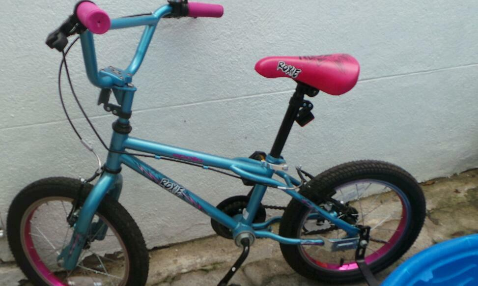 Girls 16inch apollo roxie bike excellent condition as new