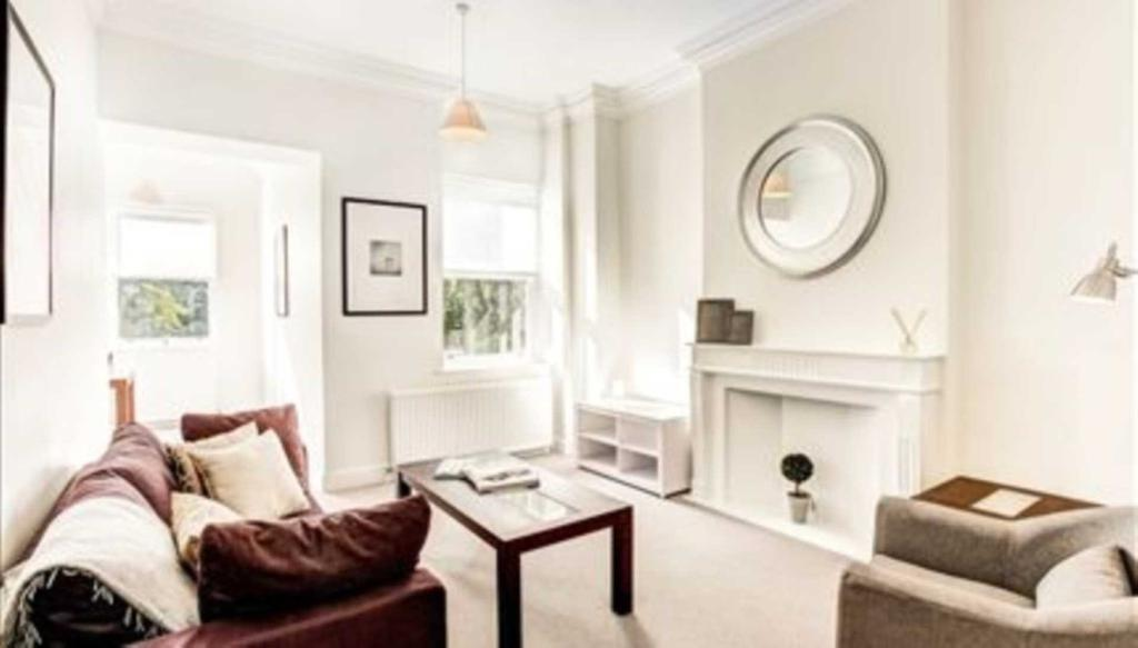 2 bedroom flat in Lexham Gardens, Kensington W8