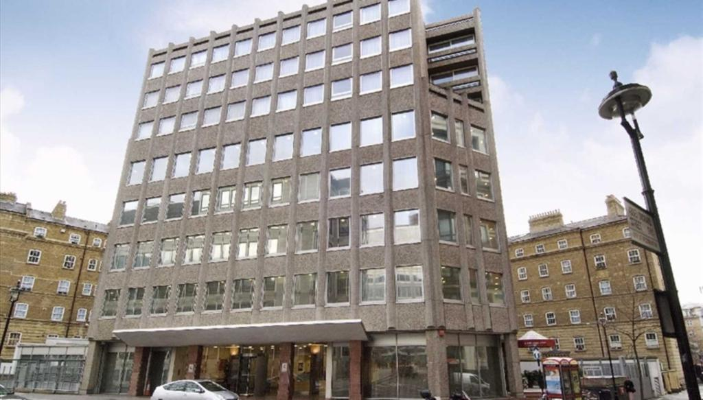 Studio flat in Abbey Orchard Street, London