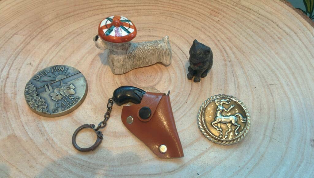 Vintage job lot including cap gun and lead cat