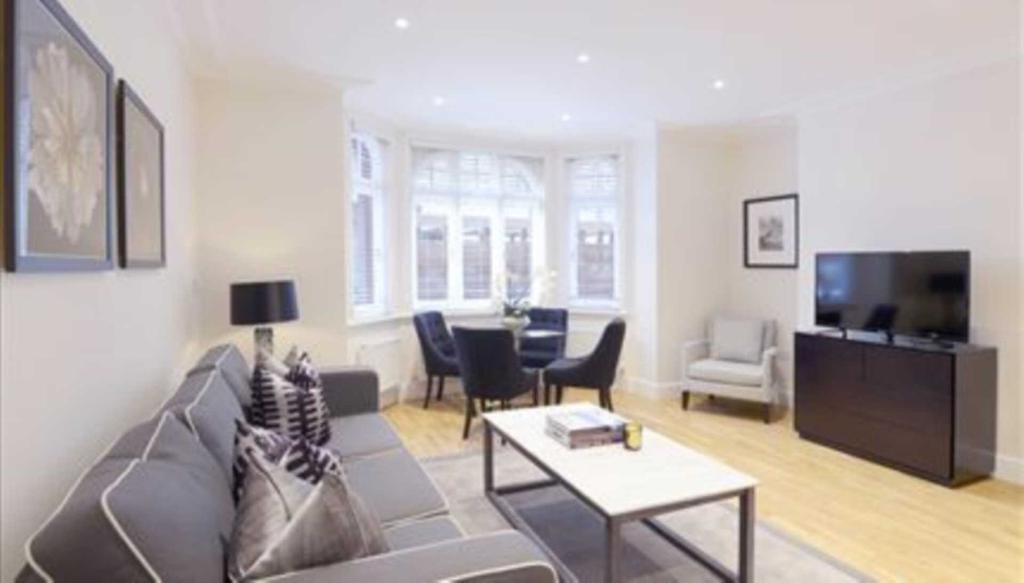 2 bedroom flat in Ravenscourt Park, London W6