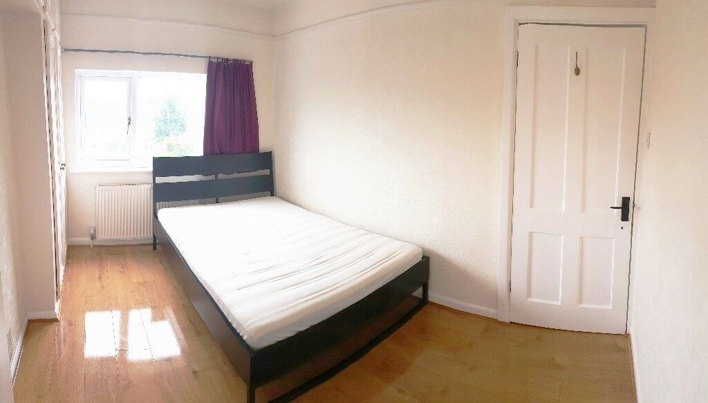 Large & Clean Double Room with Garden