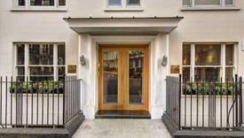 2 bedroom flat in Hill Street, Mayfair W1J