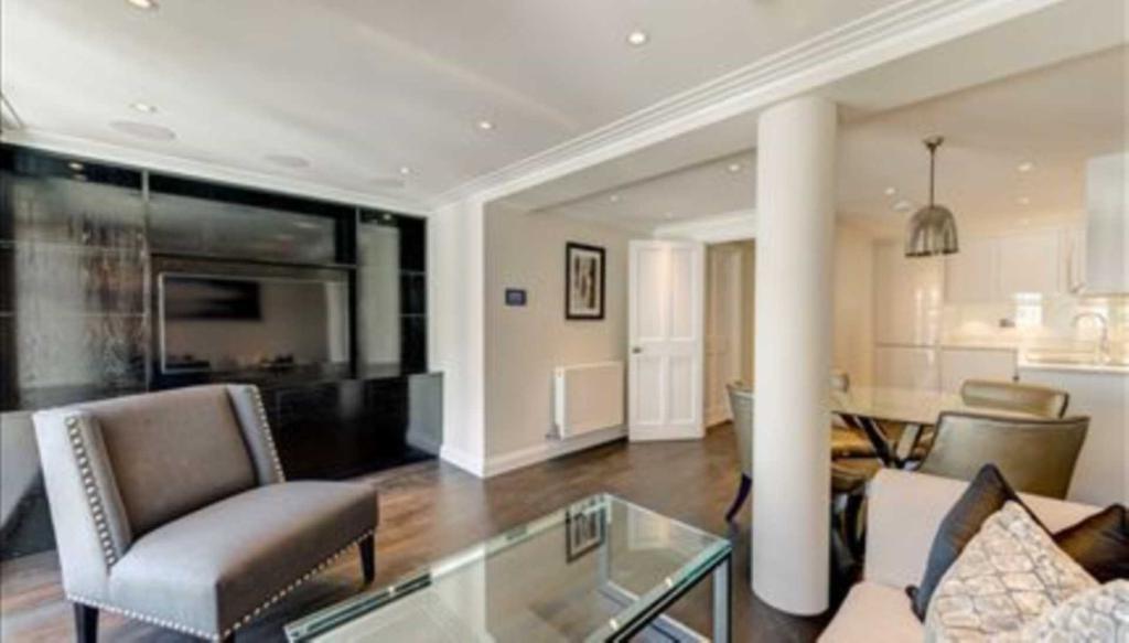 1 bedroom flat in Park Walk, London SW10