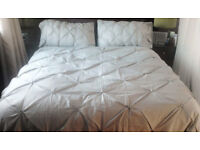 Luxury Silver Grey Diamante Buttons Pintuck Pinched Super King Size Duver Cover Set.