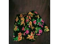 VICTORIA'S SECRET FLORAL SHORTS SIZE S  FIT 10 UK  BEAUTIFUL COOL WEARING