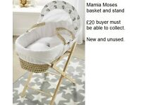 Mamia Moses Basket and Stand