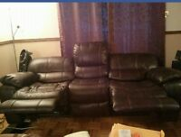 sofa inclinable 3 places quasi-neuf a vendre