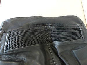 Leather Motorcycle Size Small Shoei Jacket & Ashman Bike Pants Kitchener / Waterloo Kitchener Area image 9