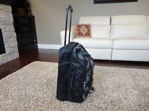 Medium Sized Luggage Suitcase w/ handle & wheels Excellent Shape Kitchener / Waterloo Kitchener Area image 2