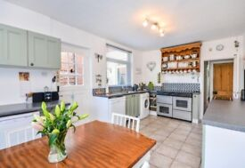 4 Bedroom House Semi-Detached Property to rent in Mansfield