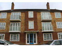 3 BED FLAT, CLOSE TO TRANSPORT LINKS, PARKING, PERFECT FOR SHARERS, AVAILABLE NOW!!!!