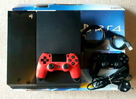 PLAYSTATION 4 CONSOLE FULLY BOXED WITH ALL WIRES AND 2 CONTROLLERS