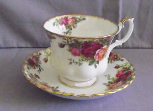 ROYAL ALBERT OLD COUNTRY ROSES FOOTED CUP & SAUCER $12.00