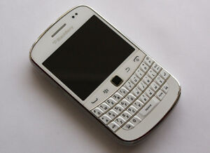 Blackberry Bold 9930 White (Rogers,Chat R, Fido Comp.)
