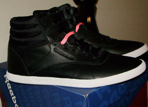 REEBOK  HI MINI BLACK & WHITE WITH 2 PAIRS OF LACES PINK & BLACK West Island Greater Montréal image 1