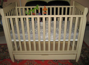 Solid Wood Natural Color High Quality Baby Crib w/Mattress