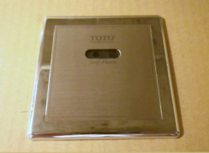 Urinoir TOTO urinal with automatic flush