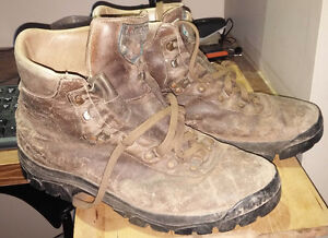 Men's Hiking Boots size 11.5