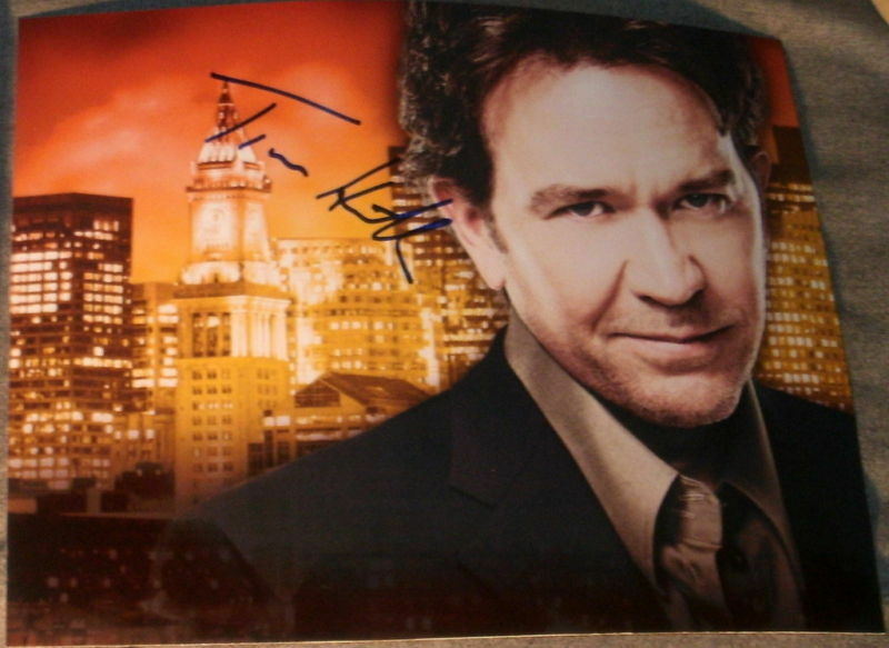 """TIMOTHY HUTTON SIGNED AUTOGRAPH """"LEVERAGE"""" POSTER PHOTO"""