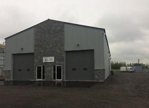 À louer:  local commercial, industriel léger, entrepôt, garage.