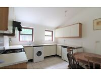Large 1 bedroom flat to let - Can be used as a 2 bed due to LARGE space! with garden and basement