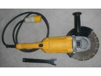 "DeWalt 110V 230mm (9"") Angle Grinder with Travis Perkins Professional Diamond Blade"