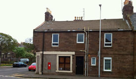 2 Bedroom Flat, Large and Bright, Ferry Street Montrose, **Avaliable Now**