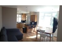 * 3 x double rooms to rent in renovated flat * Shalford near Guildford * £625pcm inclusive *