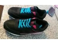 Air tech trainers size 6
