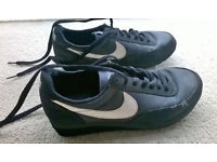 Nike unisex trainers size 5 - used but in good condition