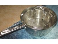 Metal chip pan with basket