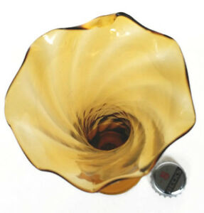 BUD VASE Hand Blown Dark to Light  Amberina Art Glass. West Island Greater Montréal image 4