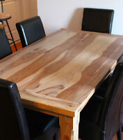 MASSIVE SOLID ROSEWOOD DINING TABLE AND 6 LEATHER CHAIRS 1445$