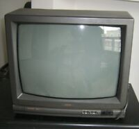 2 Television LOT for parts Lot télés TV a vendre pour les pieces