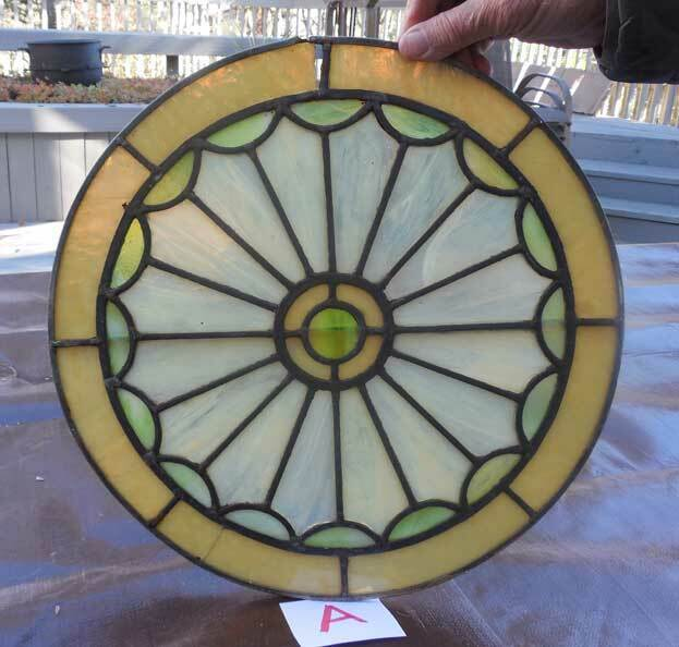 ANTIQUE  ROUND STAINED LEADED GLASS WINDOW  *A*