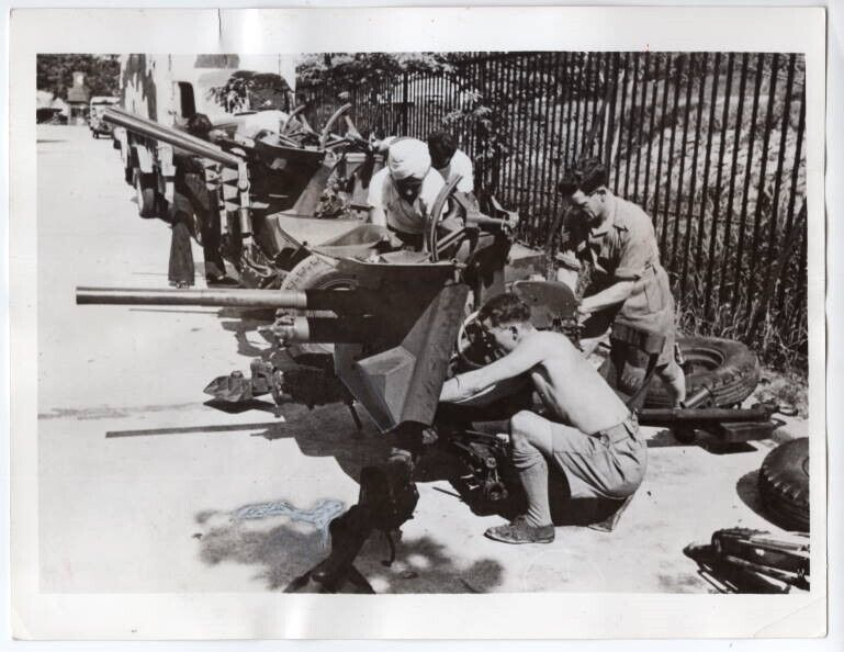 1940 Italian Breda Anti-Tank Guns Sent to Singapore Malaya Defense News Photo