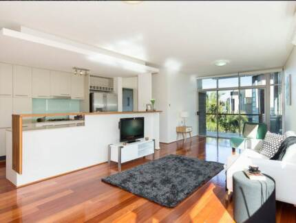ROOM AVAILABLE FANTASTIC MODERN APARTMENT, GREAT VALUE FOR MONEY Bulimba Brisbane South East Preview