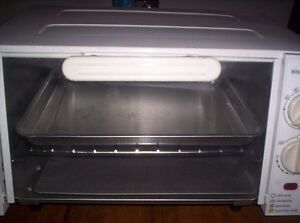 Toaster oven like new condition $20