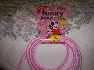 PINK SKIPPING ROPE 7' WITH NICE GRIP HANDLES (Light handles) Kingston Kingston Area image 1
