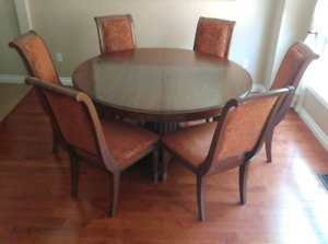"""Ethan Allen Dining room round table 60"""" with 6 chairs"""