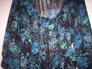 SHEER FLORAL TOP WITH TIE AT BACK SIZE MEDIUM Kingston Kingston Area image 2