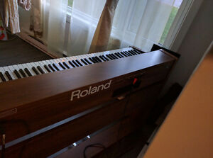 Wood finish Roland Piano Gatineau Ottawa / Gatineau Area image 3