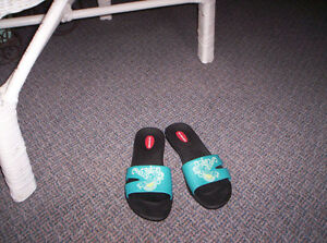 LADIES TURQUOISE SANDALS SIZE MEDIUM Kingston Kingston Area image 3