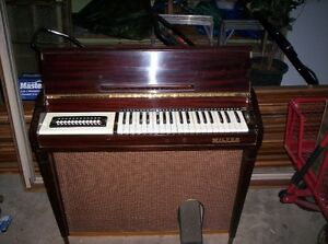 Wilton Electric Organ