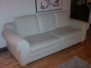 Beige Couch / Sofa / Canapé