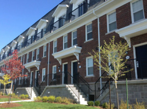 BEAUTIFUL STUDENT LIVING!!! April Leases Available !