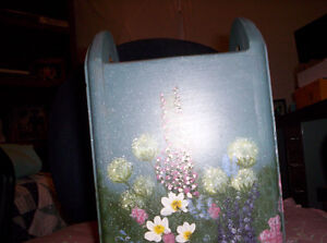 WOODEN HAND  PAINTED REMOTE ,MAIL,OR UTENSIL HOLDER Kingston Kingston Area image 3